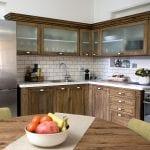 מטבח בדירת נופש עם שני חדרי שינה וג'קוזי במולכו נווה צדק