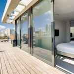 מרפסת בפנטהאוז עם שני חדרי שינה ונוף לים בשוק הכרמל
